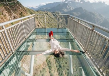 DRAGON GLASS BRIDGE