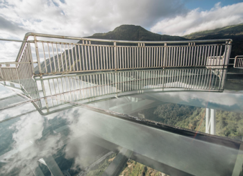 SAPA GLASS BRIDGE